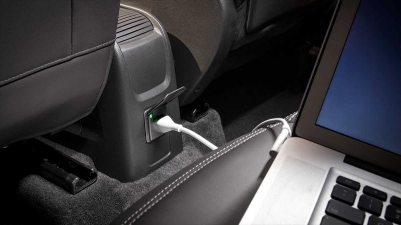 Buick Encore 2017  en México conector de corriente estándar con laptop