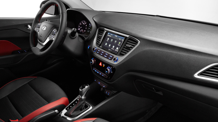 Hyundai Accent 2018 interior con pantalla touch Android Auto, Apple CarPlay