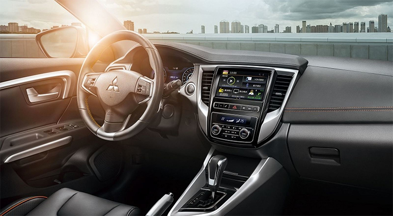 Mitsubishi Grand Lancer 2018 interiores pantalla touch bluetooth, USB, auxiliar y más