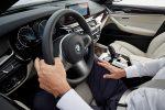 BMW Serie 5 2018 en México interiores pantalla touch Apple CarPlay volante con controles