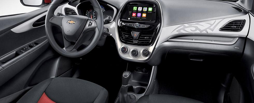 Chevrolet Spark Ink 2017 México, interior con pantalla touch y Apple CarPlay y Android Auto