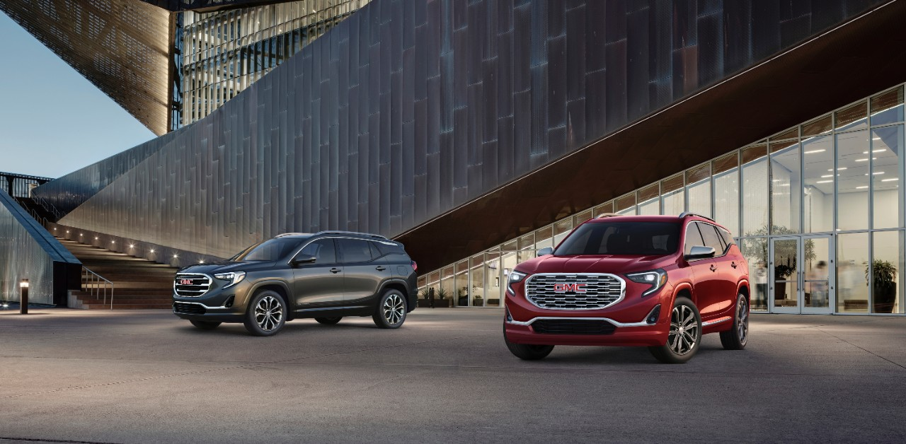 GMC Terrain 2018 color negro y rojo