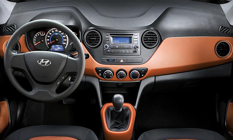Hyundai Grand i10 México interior con estéreo y aire acondicionado