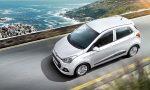 Hyundai Grand i10 México color plata en carretera