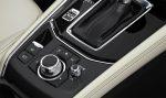 Mazda CX-5 2018 en México consola central con controles de sistema multimedia
