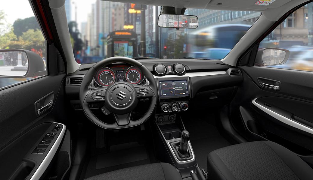 Suzuki Swift 2018 interiores con pantalla touch y acabados de calidad