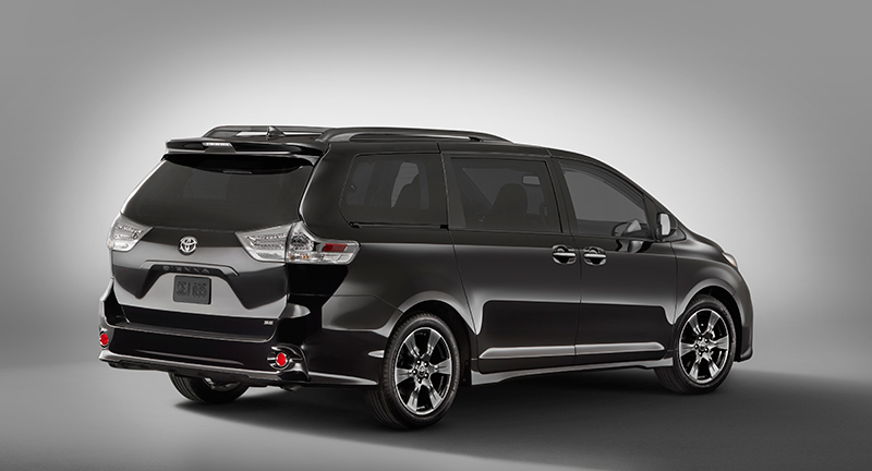Toyota Sienna 2018 restyling parte posterior de perfil