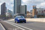 Kia Rio Sedán 2018 de frente color azul en Ciudad