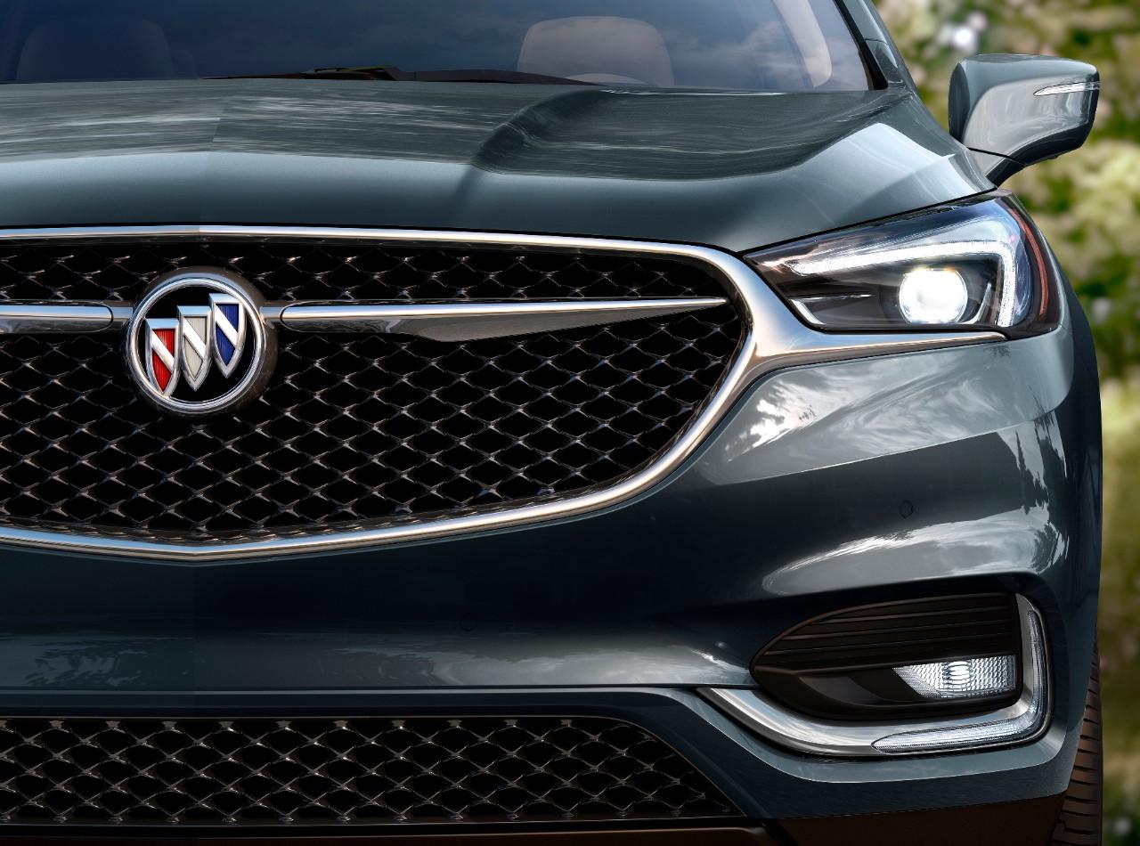 Buick Enclave Avenir 2018 nuevo frente parrilla faros con detalles en cromo