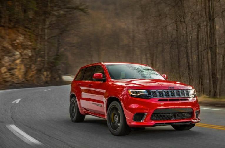 Jeep Grand Cherokee Trackhawk 2018 México de frente en carretera