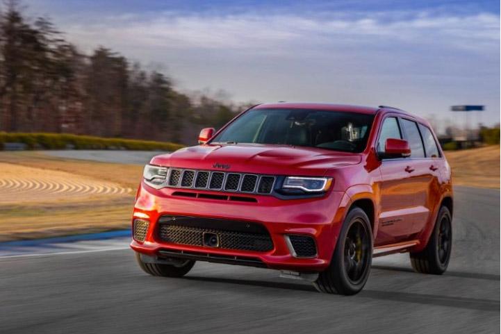 Jeep Grand Cherokee Trackhawk 2018 México de frente renovado en carretera