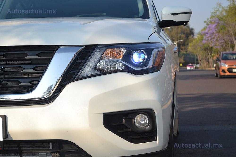 Nissan Pathfinder 2017 prueba en la CDMX por Autos actual faros frontales