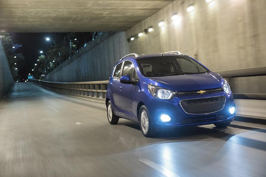 Nuevo Chevrolet Beat 2018 en México en calle nuevo frente