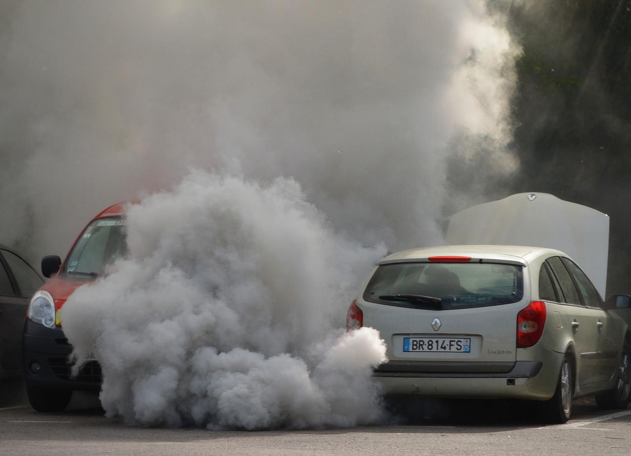 Contaminación por autos y quema de combustible