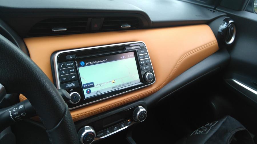 Prueba Nissan Kicks navegación con mapas en pantalla touch