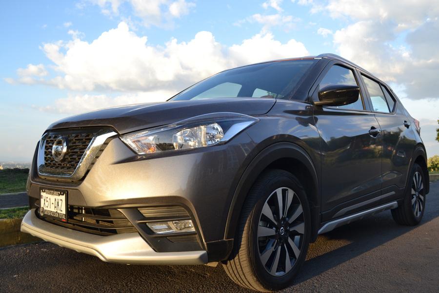 Prueba Nissan Kicks 2017 en calle acercamiento