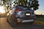 Prueba Nissan Kicks 2017 en calle posterior color gris