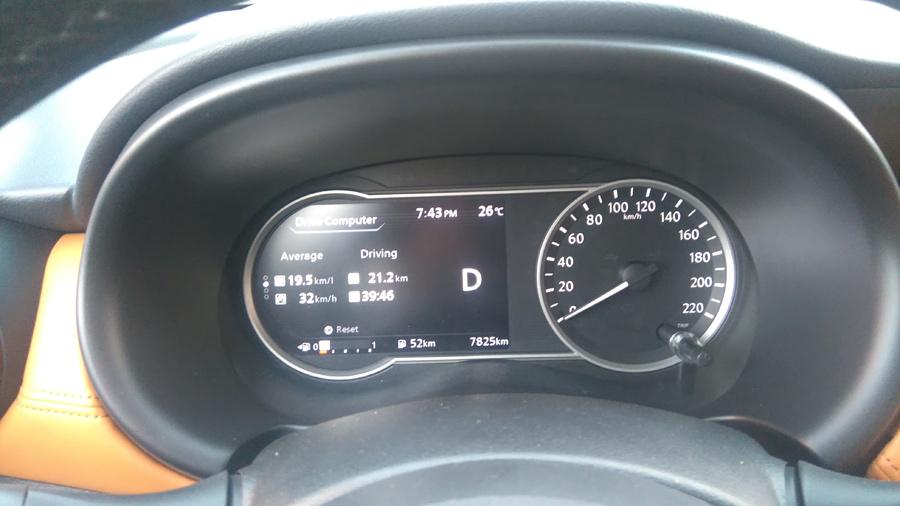 Prueba Nissan Kicks 2017 pantalla información rendimiento de combustible