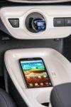 Nuevo Toyota Prius 2017 interior cargador inalámbrico de smartphones