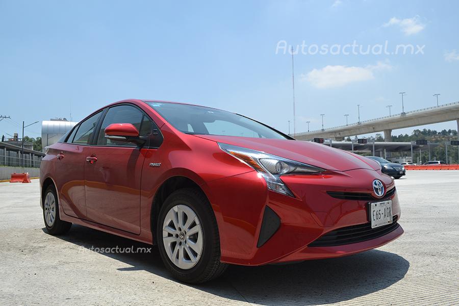 Toyota Prius 2017 en México prueba de manejo de frente lateral derecho