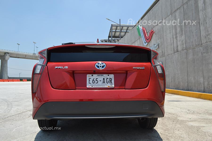 Toyota Prius 2017 en México prueba de manejo posterior defensa y faros