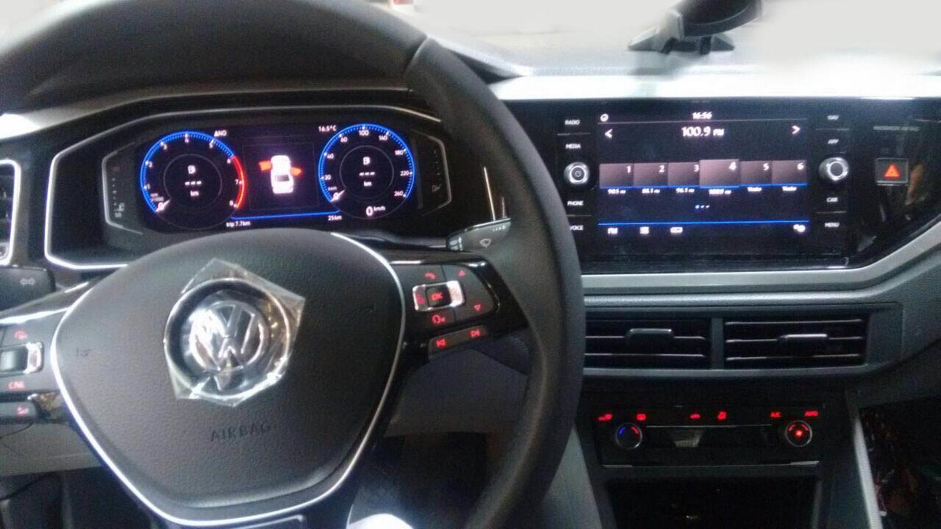 Volkswagen Virtus 2019, Vento Polo sedán 2019 - interior pantalla touch
