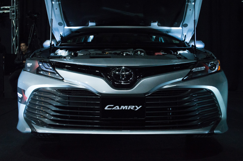 Toyota Camry 2018 emblema frontal