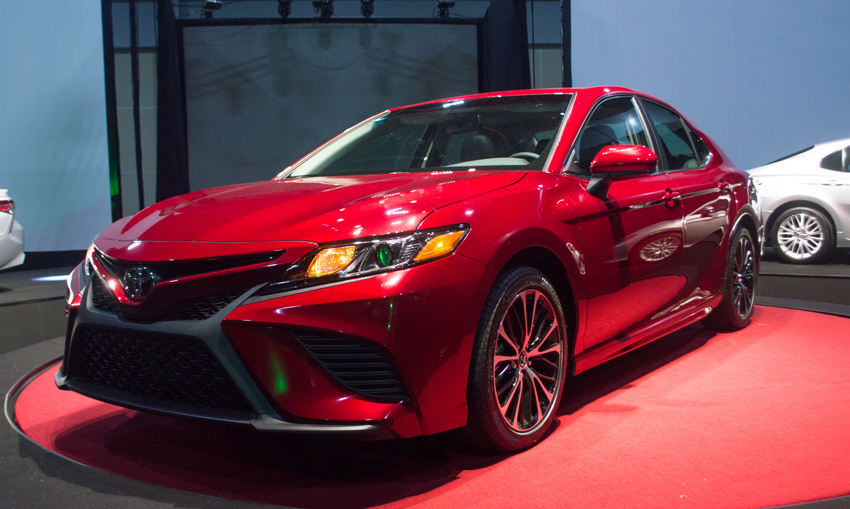 Toyota Camry 2018 perfil frontal