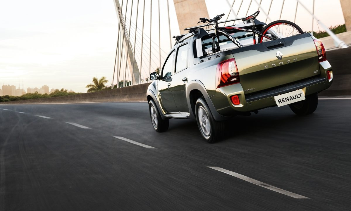 Renault Duster Oroch 2018 perfil posterior
