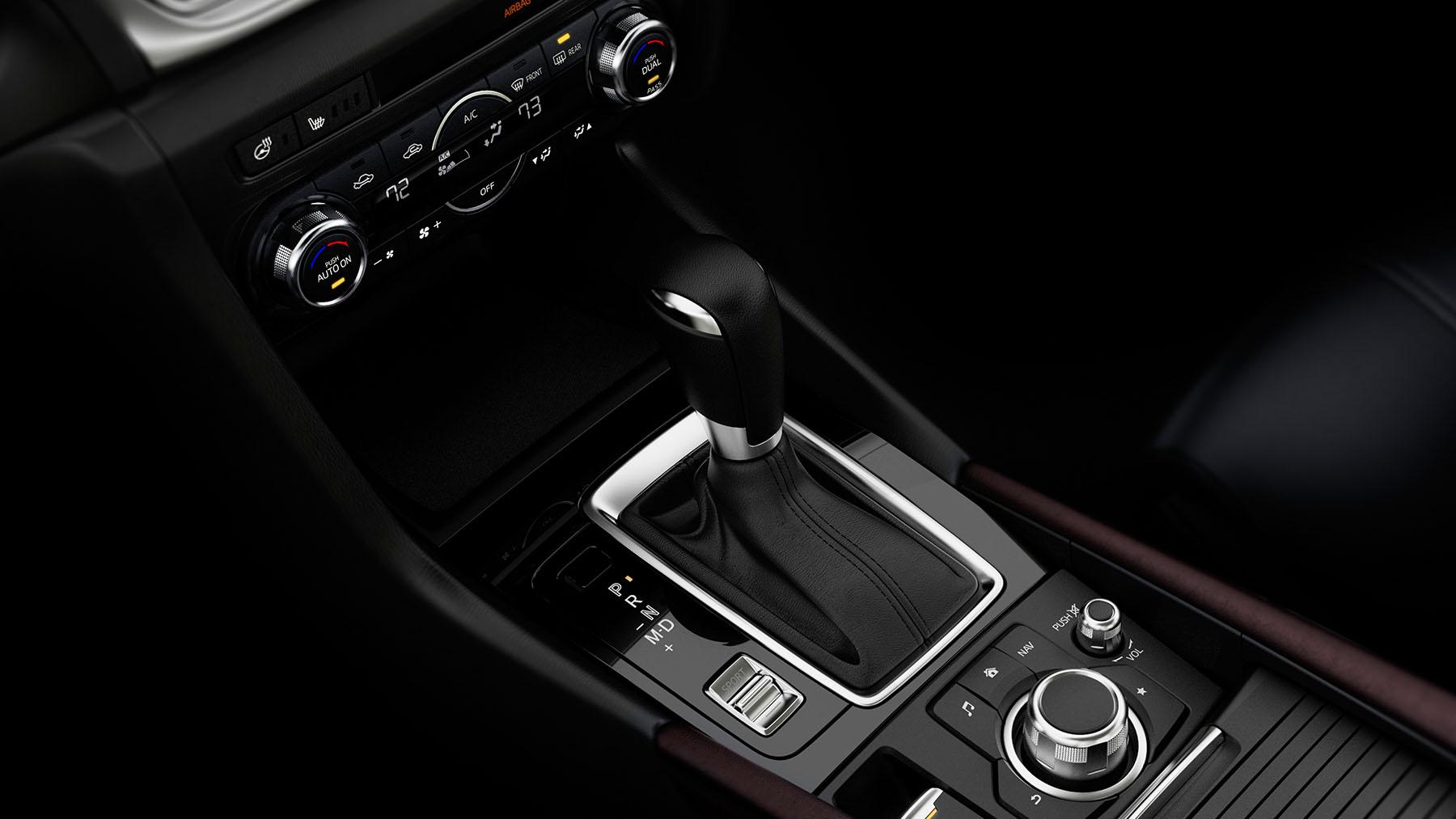 Mazda 3 2018 sedán interior consola central palanca de velocidades