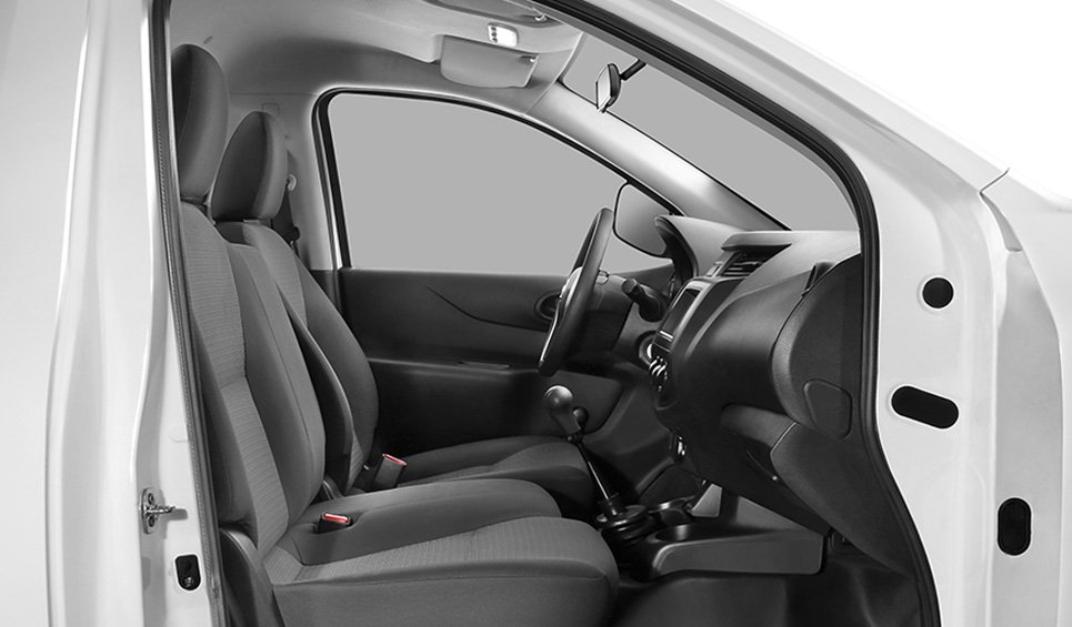 Nissan NP300 2018 interior
