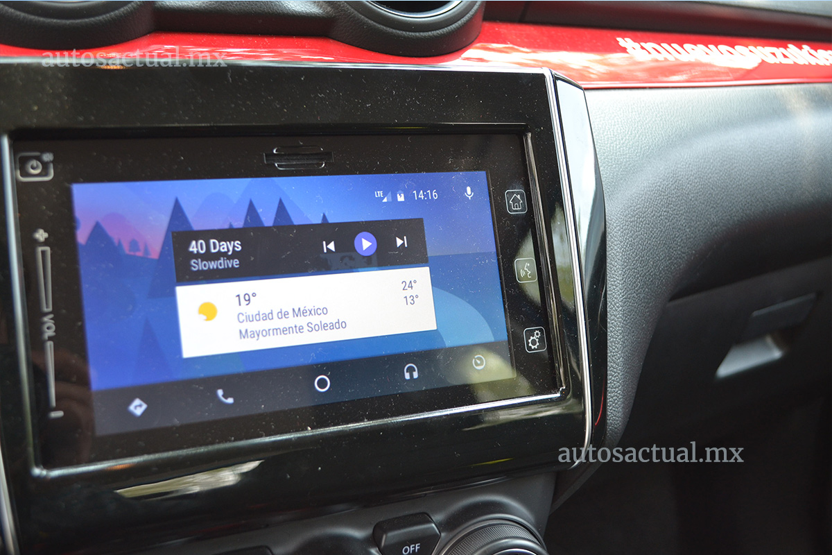 Suzuki Swift Boosterjet 2018 prueba en México pantalla touch con Android Auto y Apple CarPlay