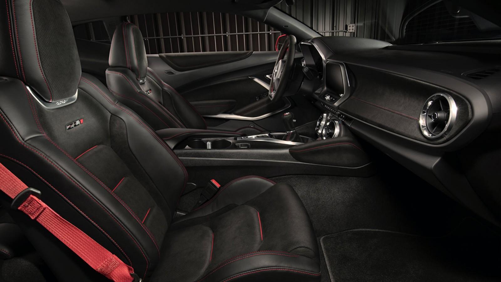 Chevrolet Camaro 2018 interior