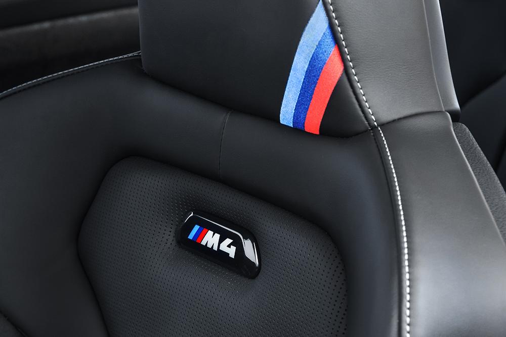 BMW M4 CS 2018 en México asientos en cuero, Alcántara con logo M4