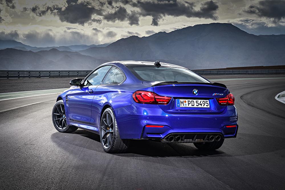 BMW M4 CS 2018 en México color azul parte posterior de lado