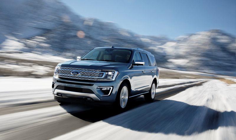Nueva Ford Expedition 2018 en México frente en carretera