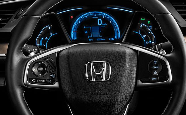 Honda Civic 2018 en México, interior con volante forrado y controles