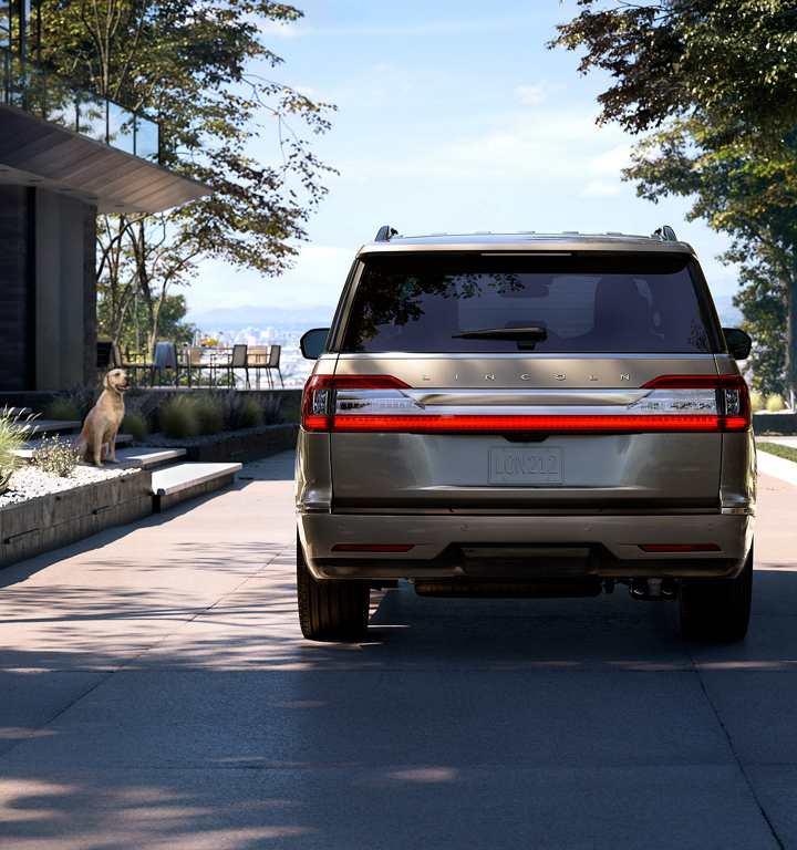 Lincoln Navigator 2018 México posterior color oro