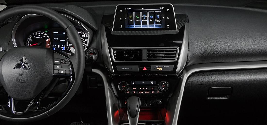 Mitsubishi Eclipse Cross 2018 en México - interior con pantalla touch y controles al volante
