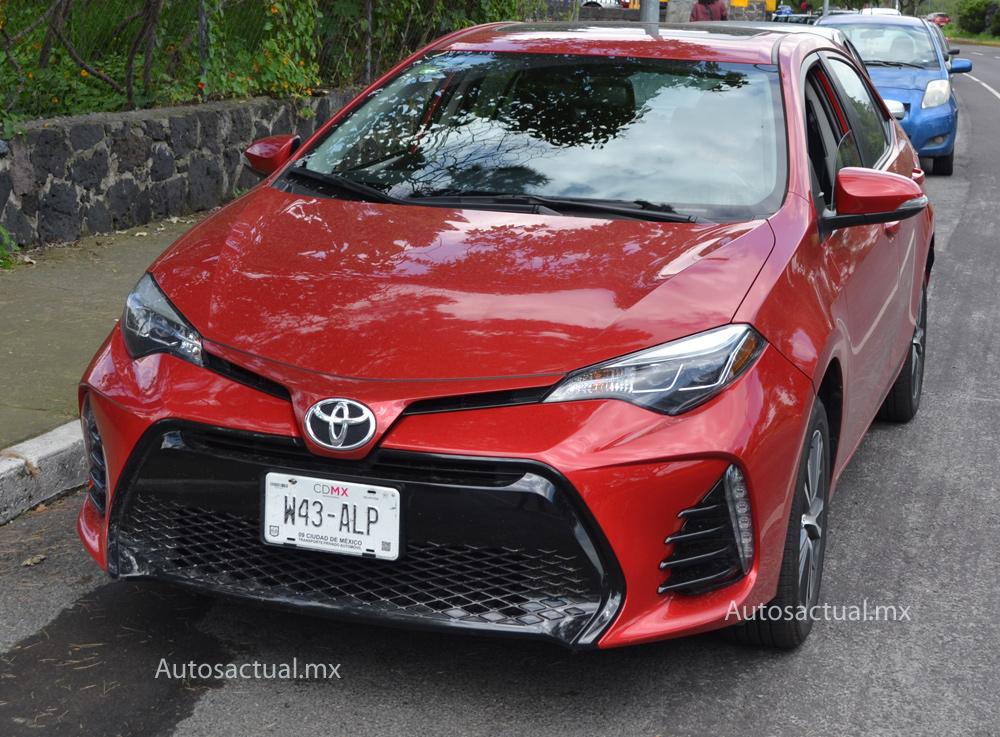 Toyota Corolla 2018 prueba nuevo frente luces LED