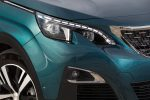 Peugeot 5008 SUV nuevos faros frontales LED de diseño futurista