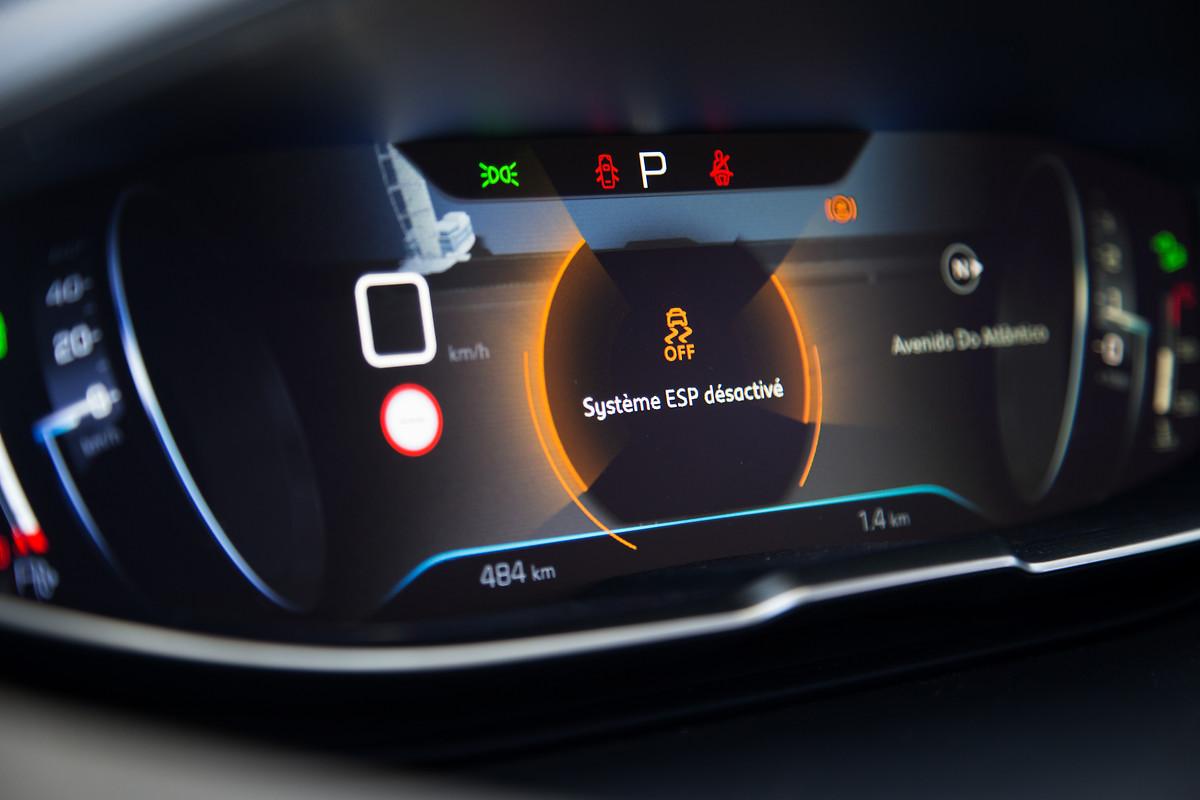 Peugeot 5008 SUV panel de información con pantalla a color