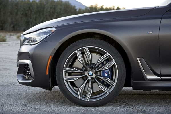 BMW m760 li-xDrive rines