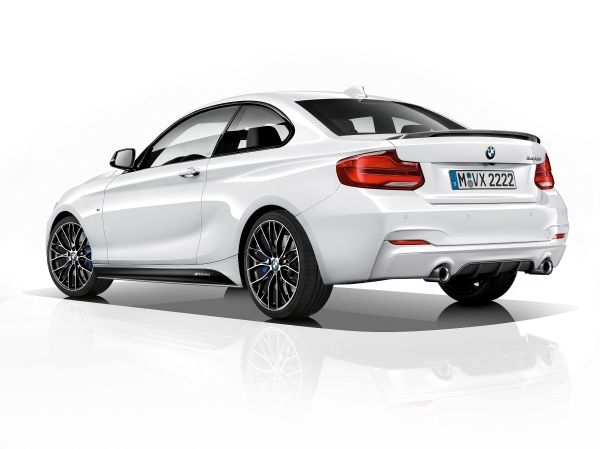 BMW M240iA Coupé M Performance Edition 2018 perfil posterior
