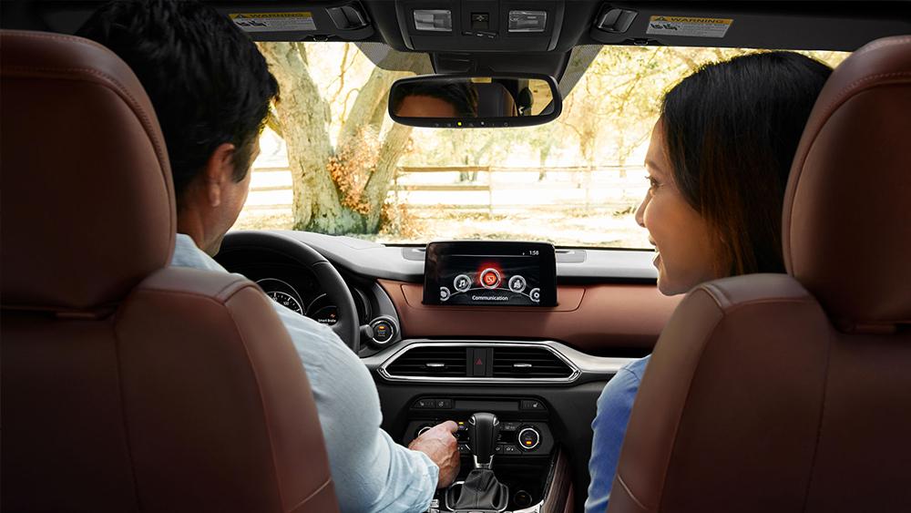 Mazda CX-9 Signature 2018 en México interior pantalla touch