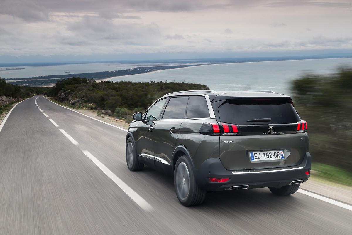 Peugeot 5008 2019 para México color gris posterior o zaga