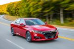 Honda Accord 2018 en carretera color rojo