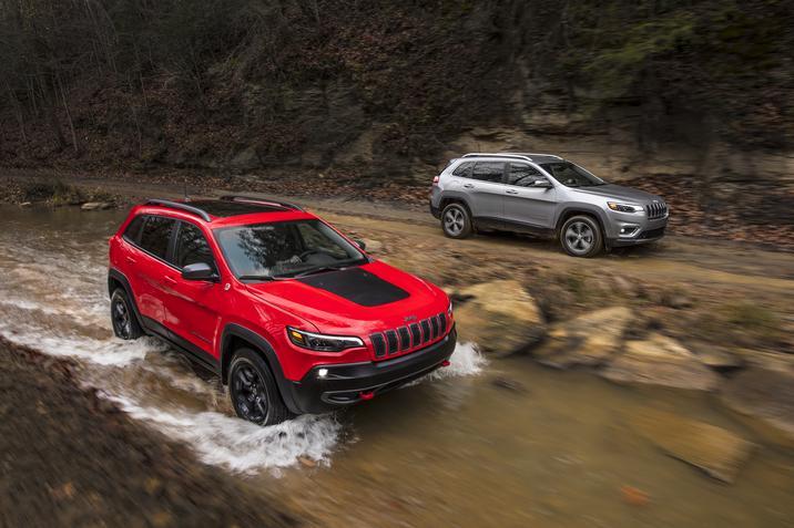 Jeep Cherokee 2019 color rojo y plata