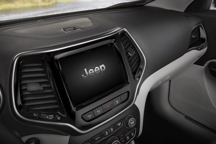 Jeep Cherokee 2019 pantalla touch con zoom con los dedos