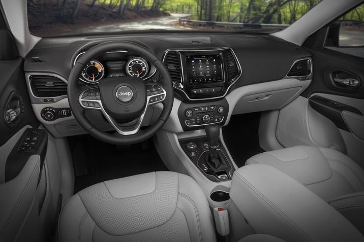 Honda Accord 2018 interiores tablero, pantalla touch y asientos en piel contrastante